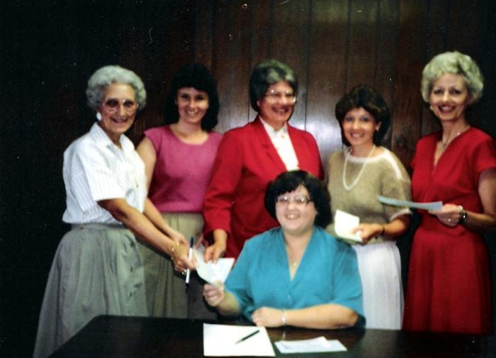 Dorothy Rex, Micki Daniels, Marilyn Bloom, Becky Hooper, Irene Moore and Jacqueline Mueck (seated)